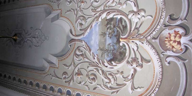 4_decorated_ceiling