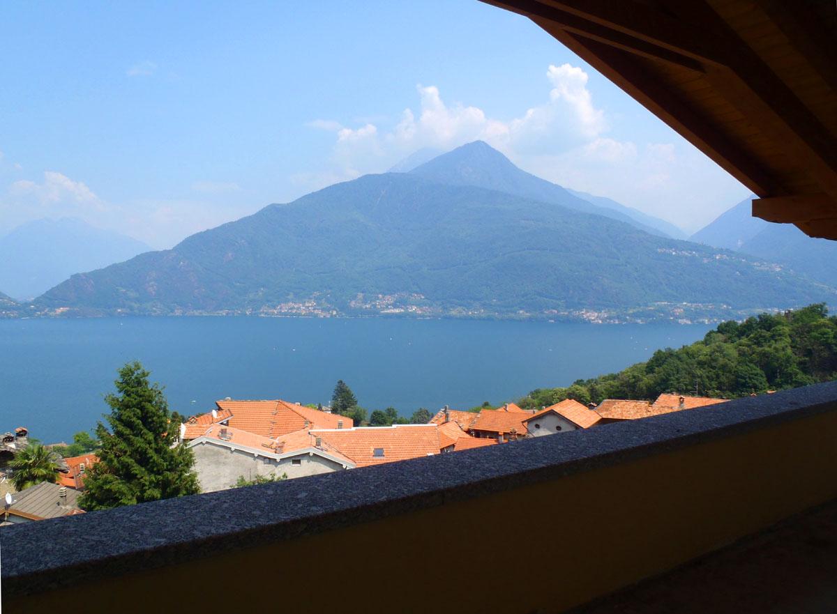 Pianello, new villa with panoramic views