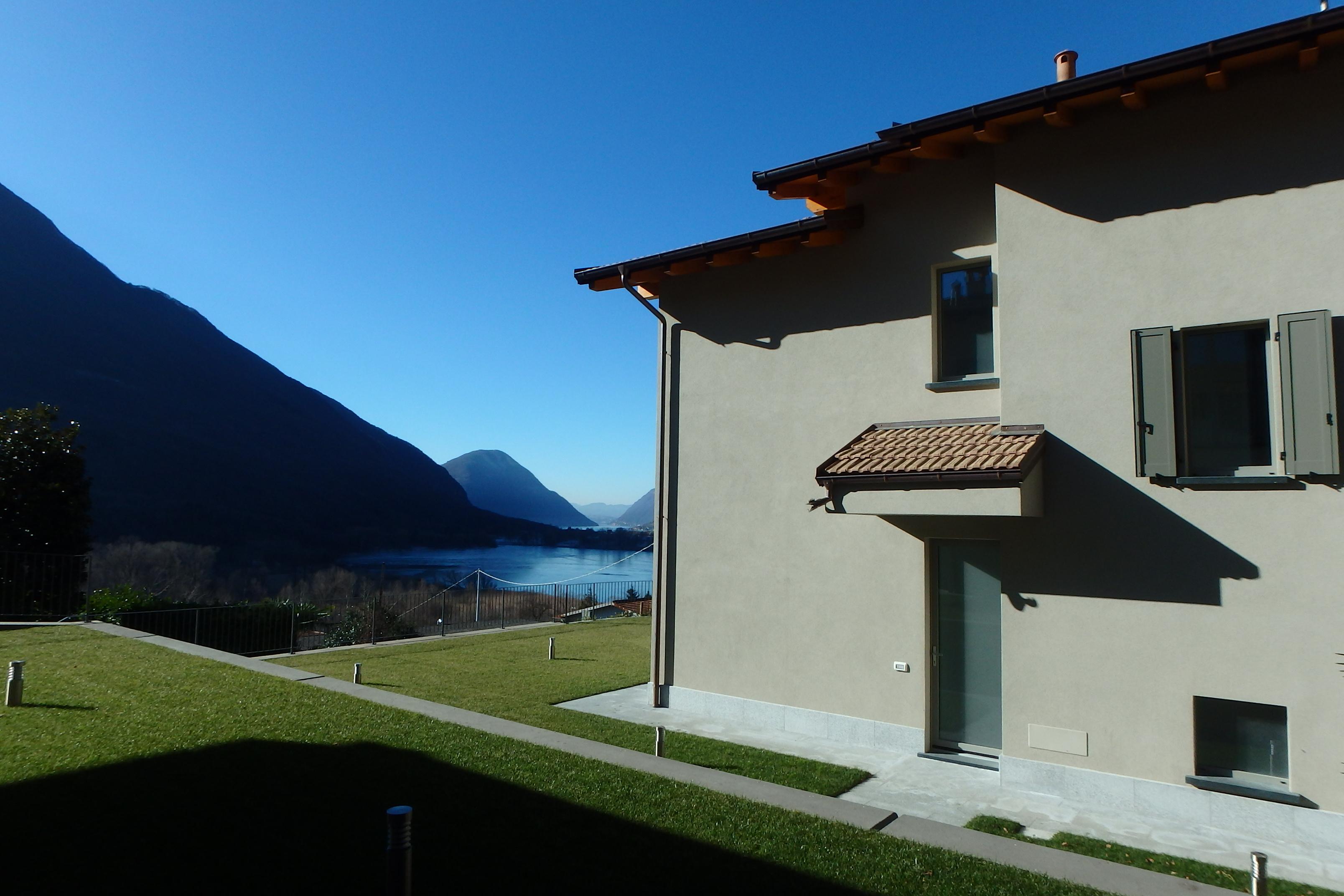 Casa di nuova costruzione a Carlazzo con vista lago